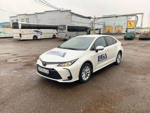 Тойота Королла — брендирование авто «Лига машинери» деревообрабатывающее оборудование